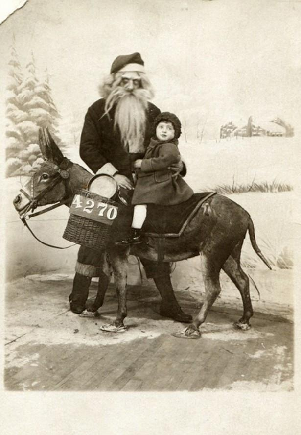 Babbo Natale è vivo. Ma non vorrei incontrarlo. | Santa is fine, but I wouldn't want to meet him.