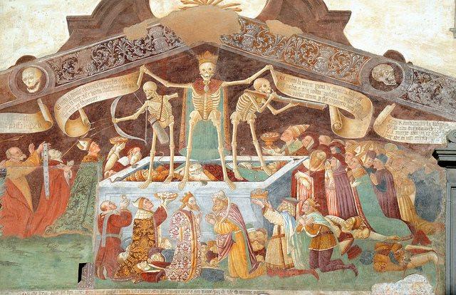 """Arcinoto e a suo modo allegrissimo è il """"Trionfo della morte"""", con danza macabra annessa. Lo ritroviamo sulla parete esterna dell'Oratorio dei disciplini a Clusone. Così, almeno, è chiaro a tutti da subito chi è la padrona di casa. E non solo. Giacomo Borlone de Buschis, """"Trionfo della Morte"""", 1485, Oratorio dei Disciplini di Clusone (Bg)"""