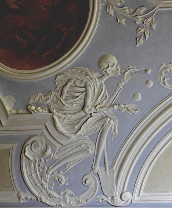 """""""La morte e le bolle di sapone"""", stucco, XVIII secolo, Cappella del Santo Sepolcro, Michelsberg Cloister, Bamberg"""