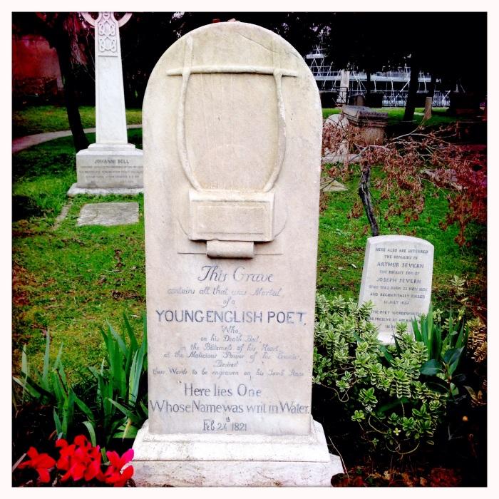 La lapide di Keats, il Giovane Poeta – Cimitero Acattolico di Roma