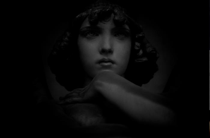 La mia ossessione. L'angelo di Monteverde, tomba Oneto. Meraviglioso, lo sguardo perso nel vuoto: «Nessuna redenzione», sembra dire, gli occhi che vagano in uno spazio indefinito. Decadenza e resurrezione.