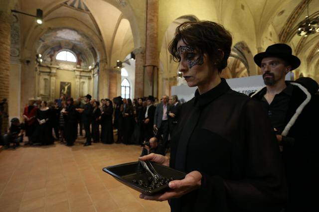 Il servizio in nero, ph. Alberto Cucchietti
