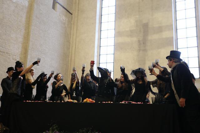 Scene di tavolata, ph. Alberto Cucchietti