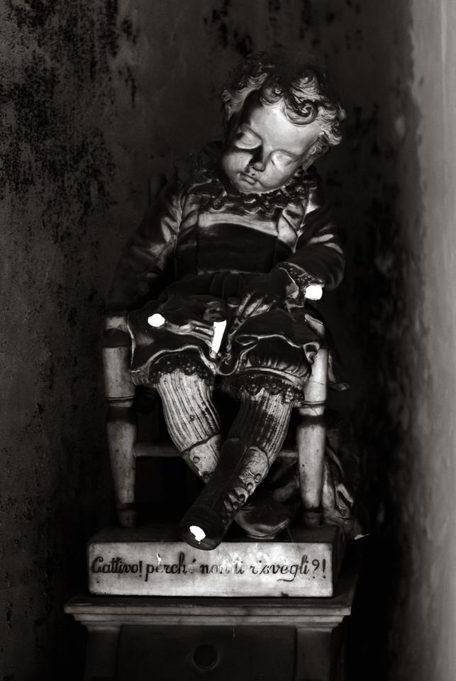 Efisino. Una delle statue più famose del Cimitero Monumentale di Bonaria, opera di Giuseppe Sartorio.