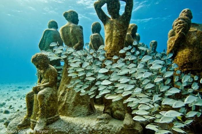 Uno dei gruppi scultorei di Jason deCaires Taylor, immersi nei fondali di Grenada
