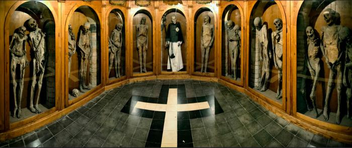 Urbania-chiesa-dei-morti-mummie