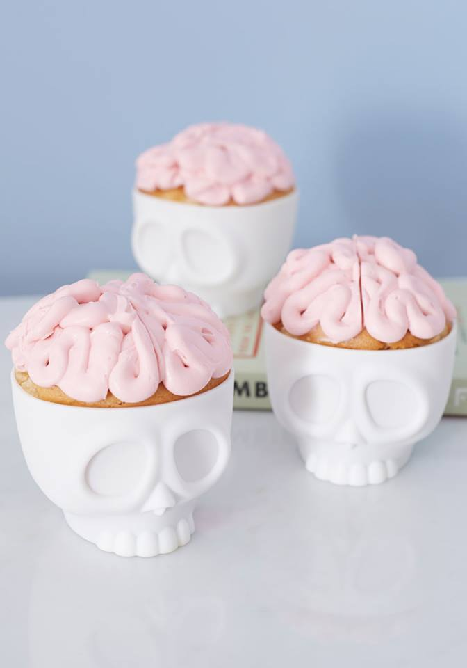 Baking-on-the-brain-cupcake-molds