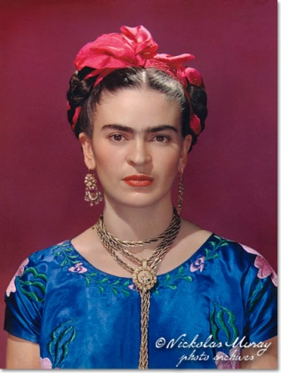 Frida con la camicetta di raso blu, New York, 1939