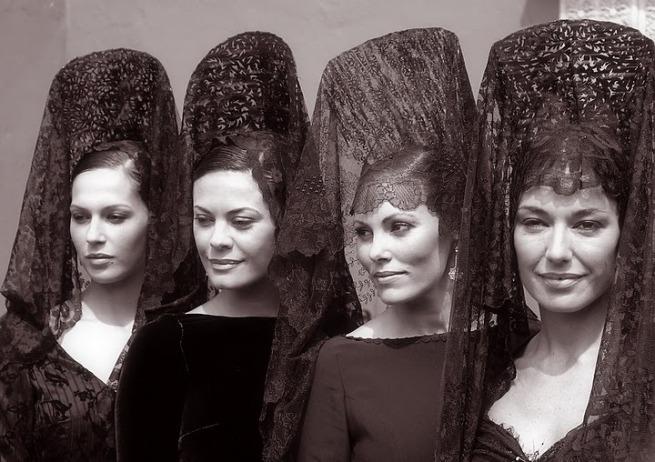 Non so voi, ma io dopo Siviglia ogni volta che indosso la mantilla mi sento una regina.