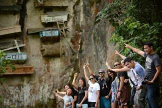 hanging_coffins_Philippines_4