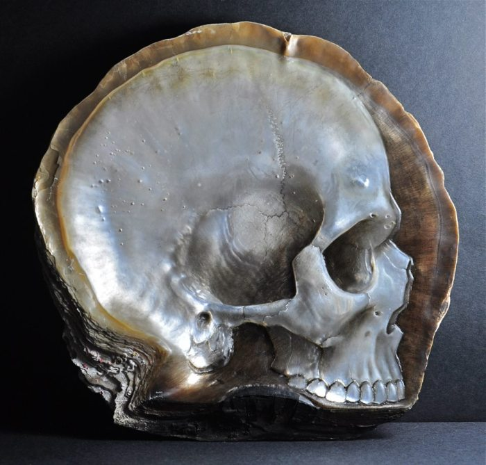 gregory-raymond-halili-carves-skulls-mother-of-pearl-2