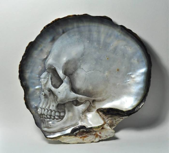 gregory-raymond-halili-carves-skulls-mother-of-pearl-4