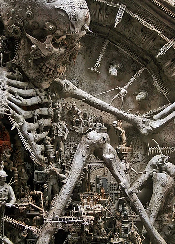 "Kris Kuksi, ""Antics and Mechanical Frolic"", 2008, particolare"
